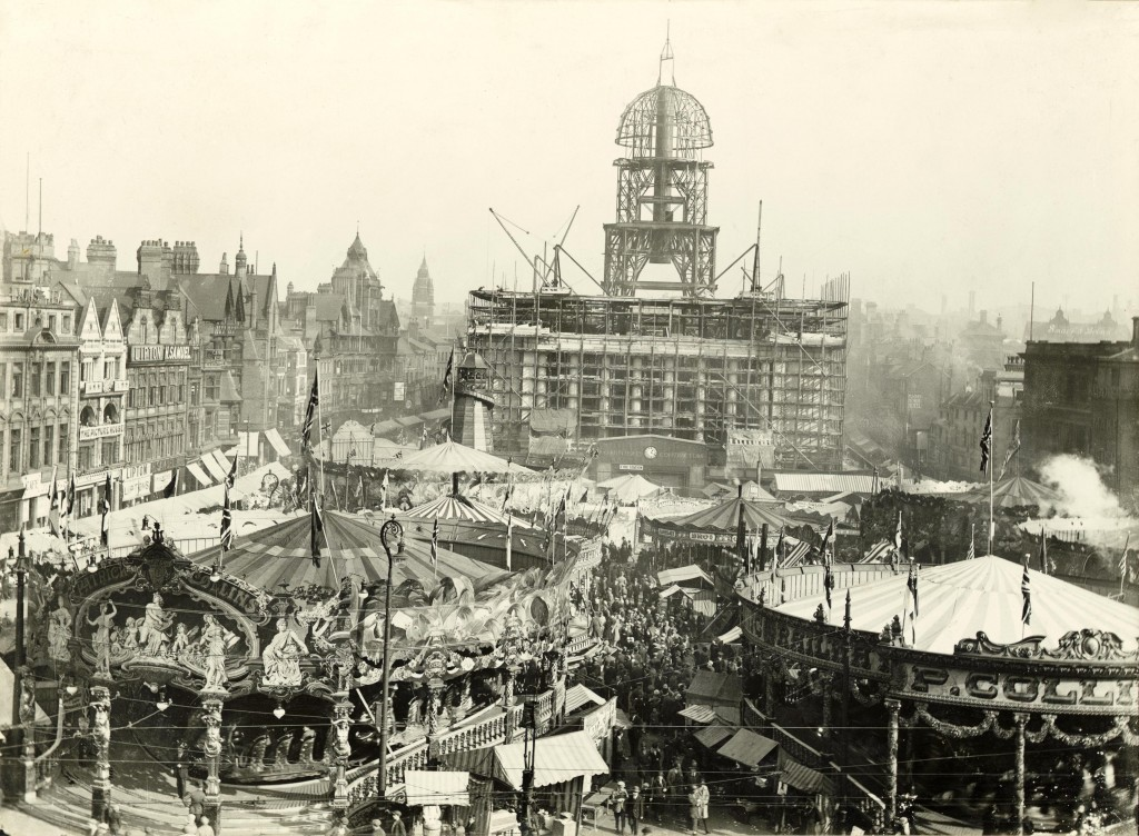 Goose Fair, Market Place 1927 Courtesy of Nottingham City Council and www.picturethepast.org.uk
