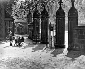 Nottingham Arboretum, West Entrance c.1930 Courtesy of F W Stevenson and www.picturethepast.org.uk
