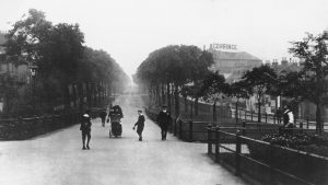 Queen's Walk, c.1904 Courtesy of Mr Spencer and www.picturethepast.org.uk