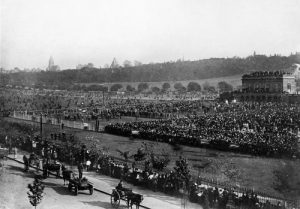 The last race meeting on The Forest, 1890. Nottingham City Council and www.picturethepast.org.uk