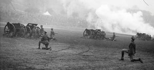Coronation gun salute, The Forest, 1937. Nottingham Post and www.picturethepast.org.uk